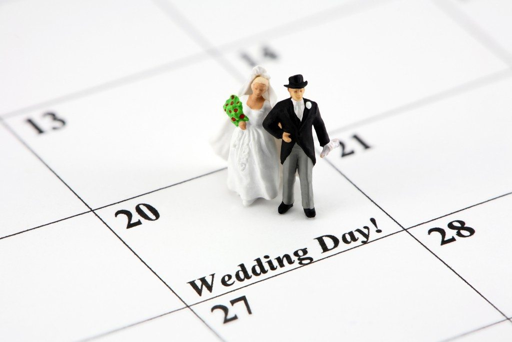 when to send out wedding invitations is not confusing anymore - When To Mail Out Wedding Invitations